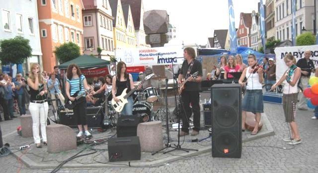 Mit Veranstaltungen wie dem dreimonatigen Kultursommer lockt die Große Kreisstadt jedes Jahr tausende von Besuchern an. Foto: Sabrina Schmidt.