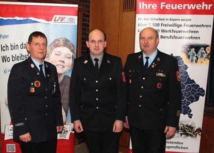 (v.l.n.r) Hans-Peter Merz, 1.Kdt. Feuerwehr Burgau, Frank Lehnert, FB2 Rechtswesen, Robert Spiller, Kreisbrandrat Foto: Mario Obeser