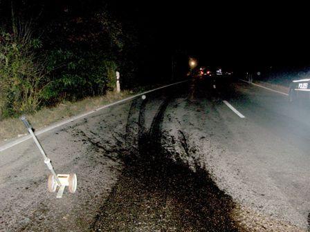 Dieser Ölfleck war die Ursache für den Verkehrsunfall.