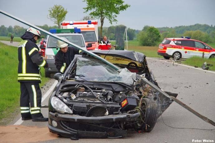bsaktuell.de, Verkehrsunfall B16 Wattenweiler, Foto Weiss