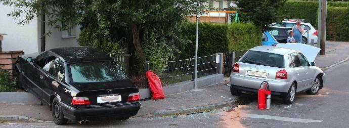 VerkehrsunfallinBurgauinderHaldenwangerstrassemitsechsteilsschwerverletztenam...Bsaktuell,Nachrichten,FeuerwehrBurgau