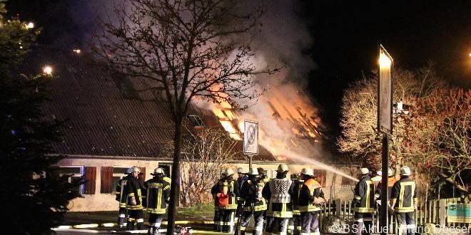 DachstuhlbrandinOffingengegen:Uhram...FeuerwehrBurgau,OffingenundSchuttenbachwarenimEinsatz.ObeserMario