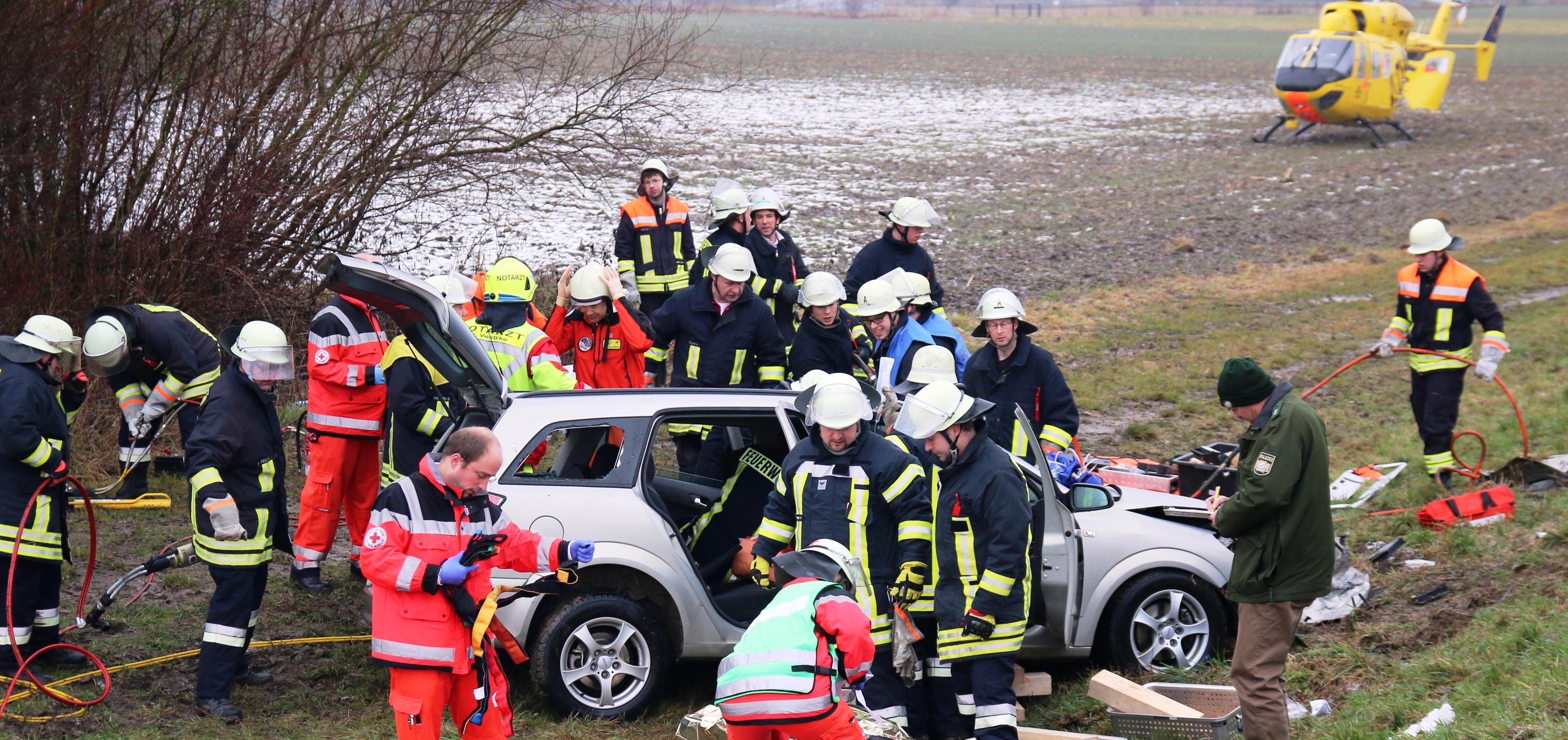 Verkehrsunfall Gundremmingen, BSAktuell, Unfall Feuerwehr Gundremmingen,