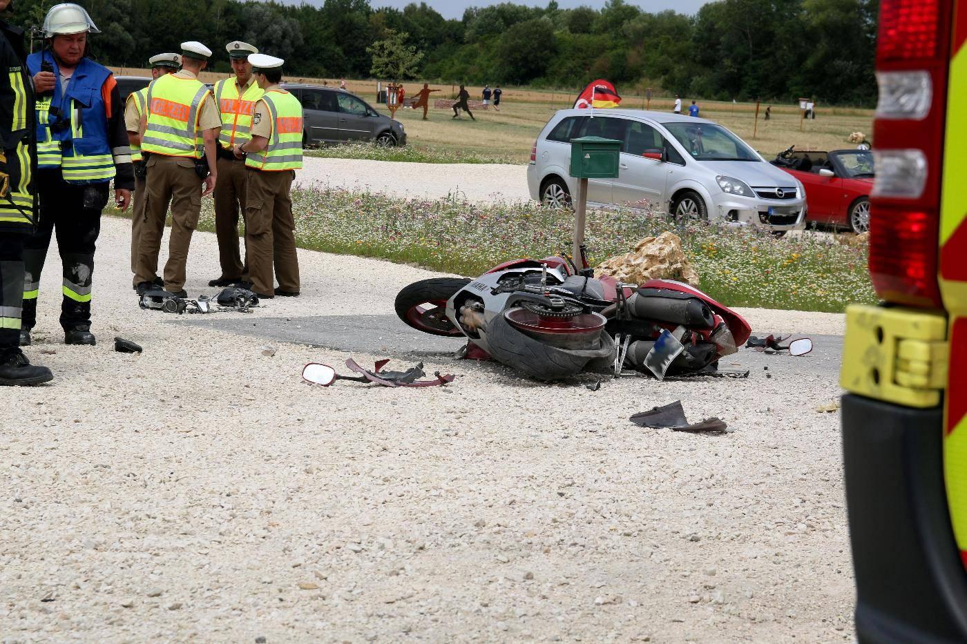 Bei einem Verkehrsunfall starb ein Motorradfahrer nach einem Verkehrsunfall bei Leipheim im Kreis Günzburg.