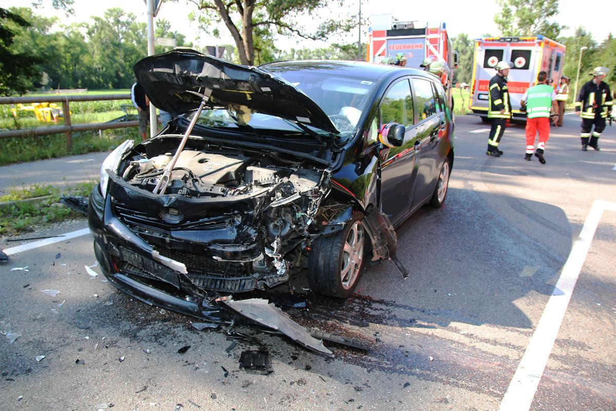 Bsaktuell, Verkehrsunfall, Feuerwehr Günzburg,