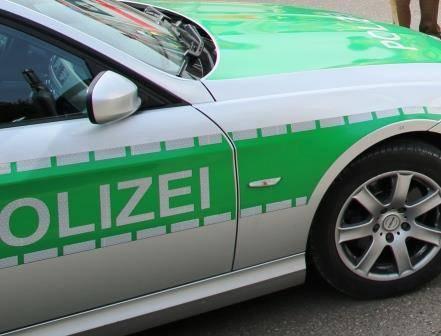 Ein grünes Polizeifahrzeug