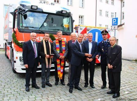 Fahrzeugweihe und Schlüsselübergabe Wechselladerfahrzeug Feuerwehr Günzburg