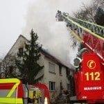 Dachstuhl eines ehemaligen Bauernhauses bei Brand zerstört