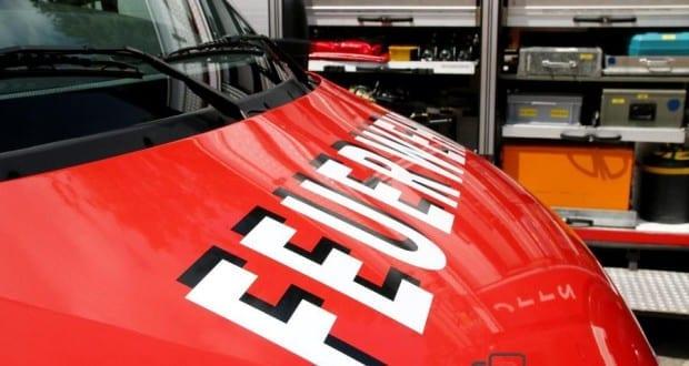 Feuerwehrfahrzeug mit Schriftzug Feuerwer