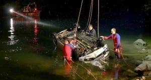PKW schleudert in Donau
