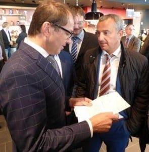 Günzburgs OB Jauernig im Gespräch mit Minister Dobrinth. Foto: Rank