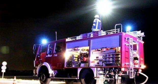 Feuerwehrfahrzeug Ausleuchten bei Nacht