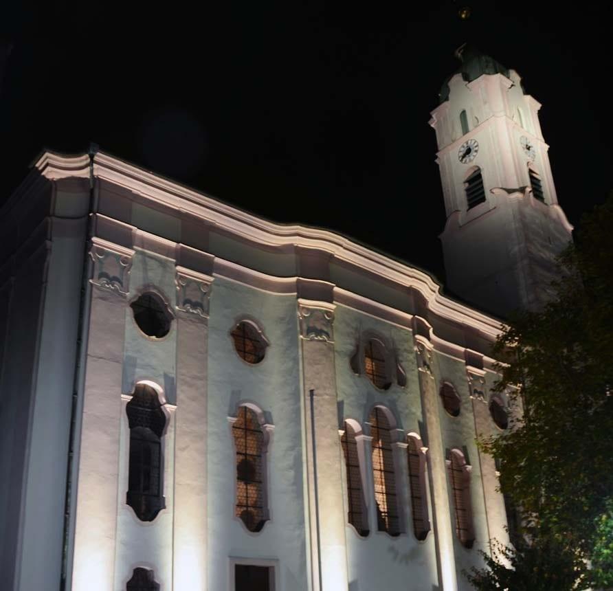 Frauenkirche Günzburg wird ab sofort bei Nacht beleuchtet.