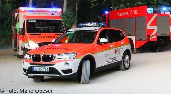 Rettungswagen, Notarzt und Feuerwehrauto.