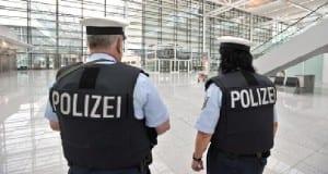 Polizei Flughafen Kontrolle
