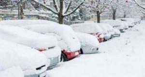 Schnee auf PKW