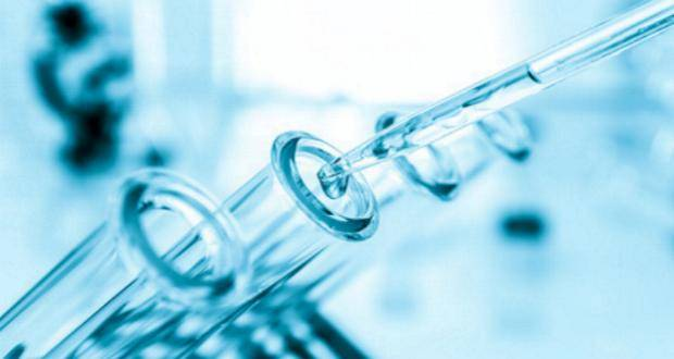Reagenzglass Chemie Experiment mit Pimpette