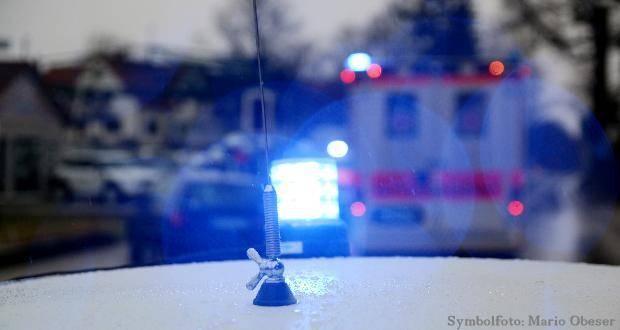 Blaulicht und Rettungswagen bei Verkehrsunfall