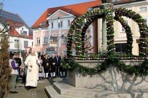 Erster Osterbrunnen in Ichenhausen