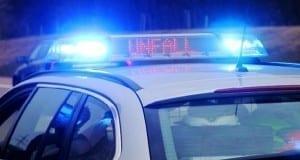 Polizei Verkehrsunfall Blaulicht eingeschaltet und Schriftzug Unfall