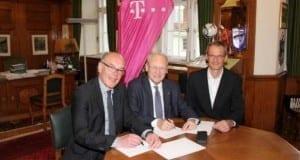 Vertragsunterzeichnung Telekom in Memmingen