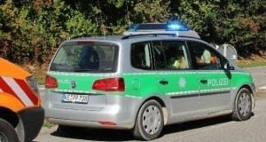Polizeiauto Caddy mit Blaulicht