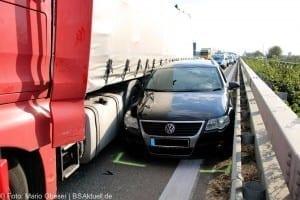 Verkehrsunfall A7 Herbrechtingen Leitplanke eingeklemmt