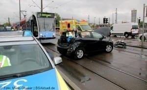Verkehrsunfall Ulm Strassenbahn PKW Rettungsdienst Feuerwehr 02