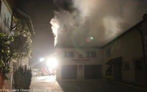 Dachstuhlbrand mit erheblichem Sachschaden im Landkreis Günzburg in Burtenbach 01