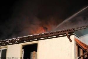 Dachstuhlbrand mit erheblichem Sachschaden im Landkreis Günzburg in Burtenbach 02
