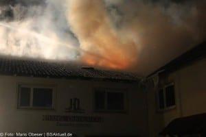 Dachstuhlbrand mit erheblichem Sachschaden im Landkreis Günzburg in Burtenbach 04