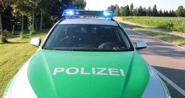 Polizeiauto auf freier Strecke
