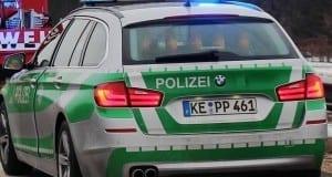 Polizeifahrzeug Autobahnpolizei mit Blaulicht