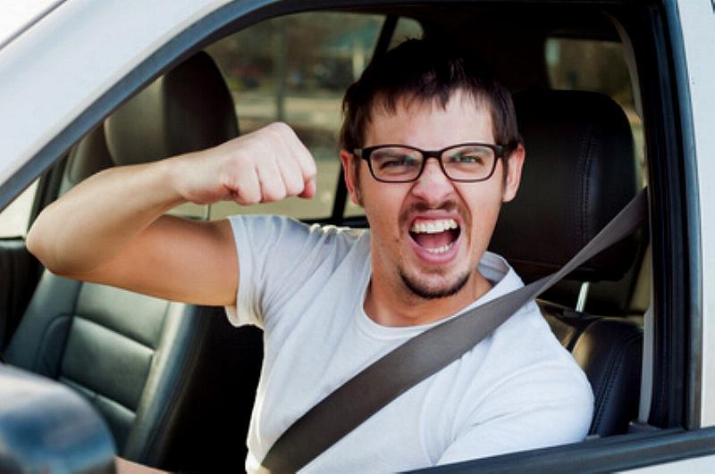 autofahrer streit schlagen drohen