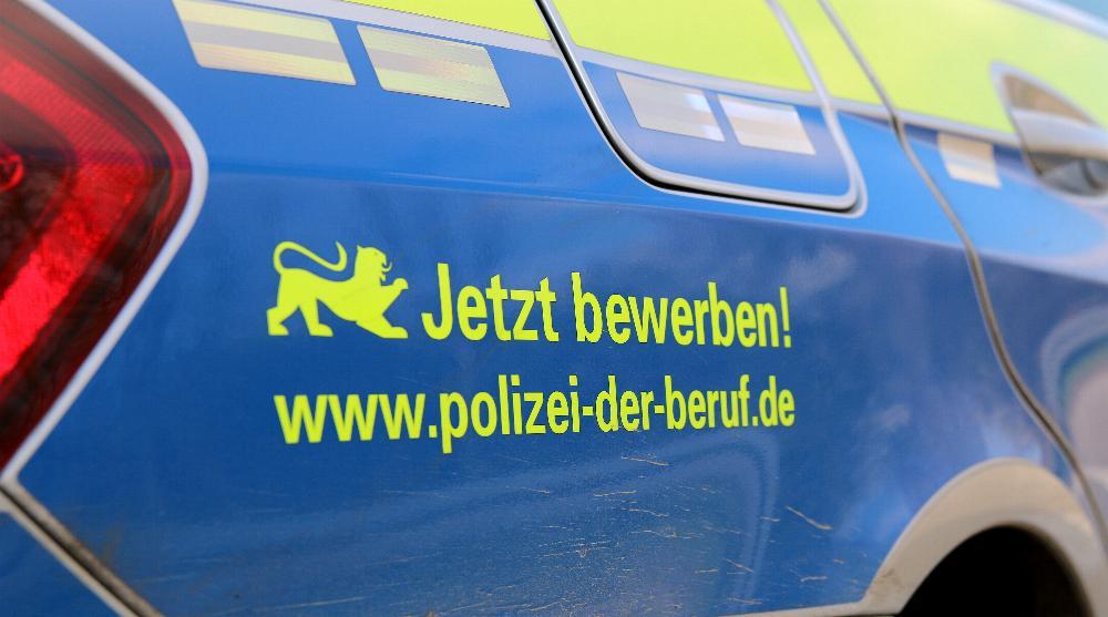 polizeifahrzeug-blau-bewerbung