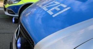 Polizeifahrzeuge mit Frontblitzer im Einsatz