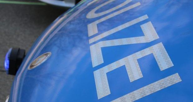 polizeifahrzeug-blau-schriftzug