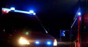 rettungswagen-Symbolfoto: Mario Obeserund-feuerwehrfahrzeug-nacht