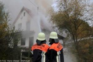 Brand Wohnhaus in Gloettweng Feuerwehrmänner