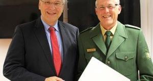 Herrmann übergibt Faltenbacher Ruhestandsurkunde