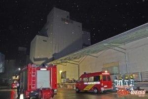 Arbeiter stürzt in Thannhausen in Kraftfuttermühle in Futtersilo