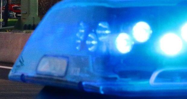 Einsatzfahrzeug mit Blaulicht