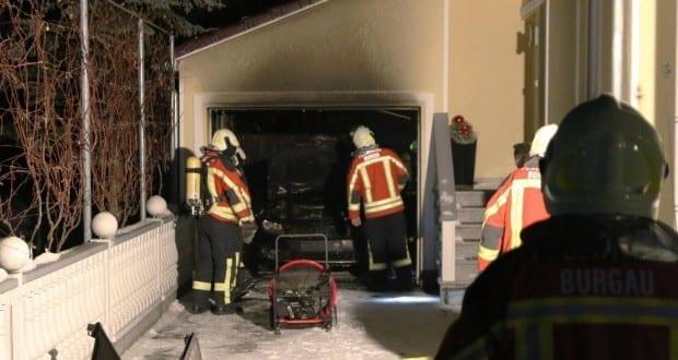 Brand eines PKW in Garage Burgau