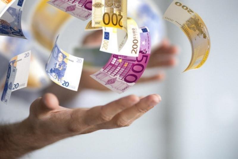 Geld Bargeld in den Händen