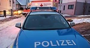 Polizeifahrzeug mit Rettungswagen