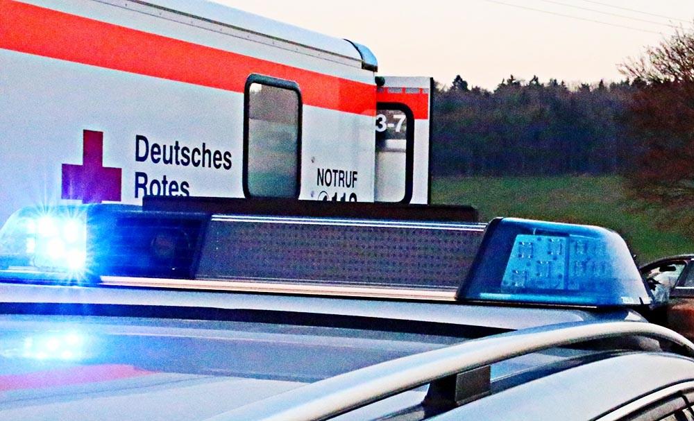 Blaulicht und Rettungswagen