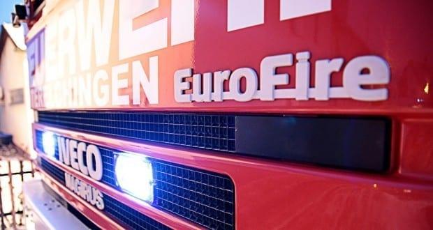 Feuerwehrfahrzeug mit Blitzer