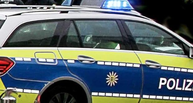 Polizeifahrzeug Blau mit Blaulicht