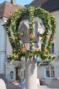 Osterbrunnen in Günzburg 2017 geschmueckt