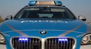Polizeifahrzeug blau Frontblitzer